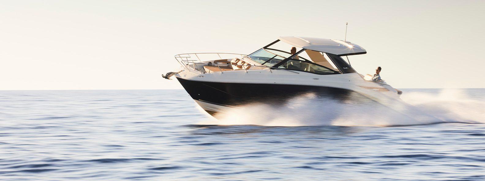 Sea Ray Sundancer 320 in open water